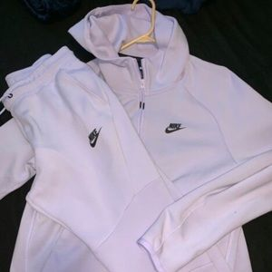 Nike Tech Outfit